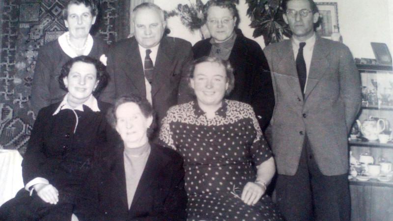 Rodina Pekařových, maminka Maria se dvěma sestrami, rodiči a manželem