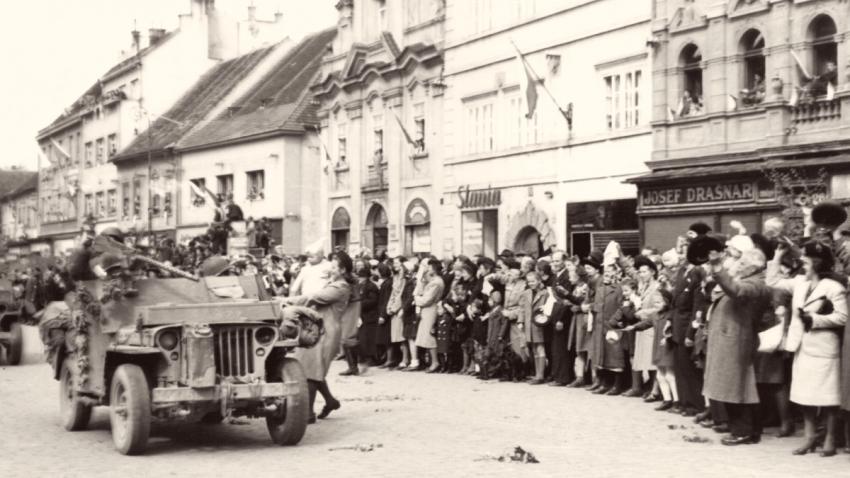Vítání amerických vojáků v Písku 6. května 1945. Foto: Velvyslanectví USA v Praze