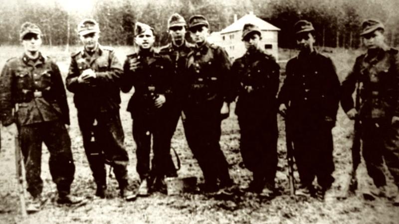 Členové protipartyzánské nacistické jednotky Josef v době výcviku na Slovensku v roce 1944 (Muzeum Ploština).