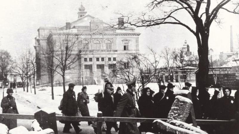 Cesta plzeňských Židů na nádraží.