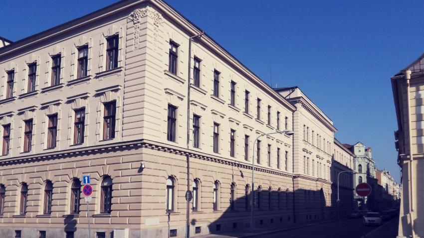 Krajský soud v Plzni se nachází v historické budově na Veleslavínově ulici v místech bývalého dominikánského kláštera. Foto: Wikimedia Commons