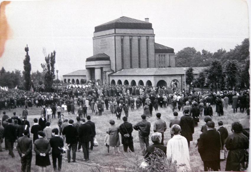 Pohřeb libereckých obětí invaze vojsk Varšavské smlouvy