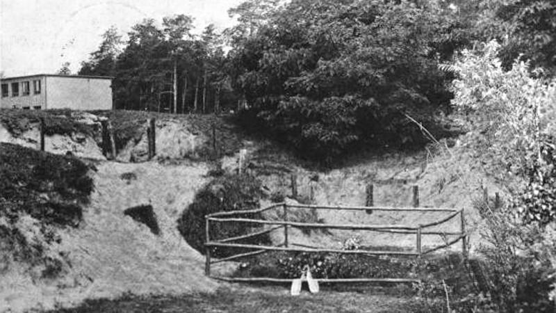 Na popravišti v parku vily bylo u tří dřevěných sloupů během devatenácti dnů popraveno 194 českých občanů převážně z Pardubic a okolí. Mezi nimi i pravnučka stavitele Schmoranze Anička Žváčková. Foto:Východočeské muzeum v Pardubicích