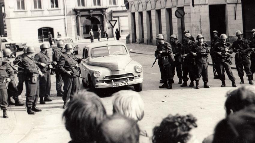 Pořádkové síly v centru Prahy. Foto Věra Tydlitátová