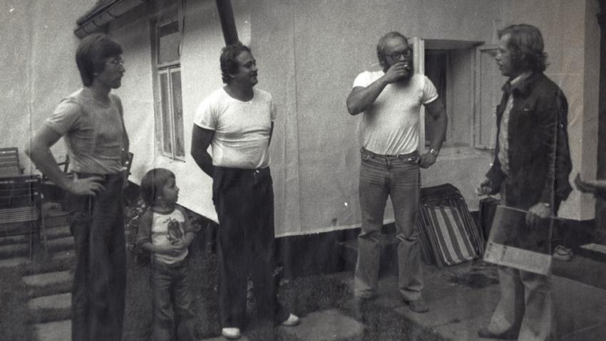 Antonín Maněna (druhý zprava) s Václavem Havlem v době normalizace. Zdroj: archív Vlasty Maněnové