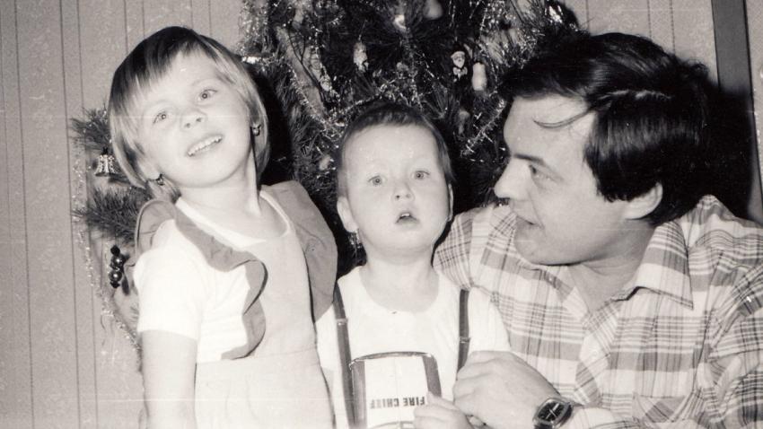 René Matoušek se svými dětmi na konci 70. let 20. století. Zdroj: Paměť národa