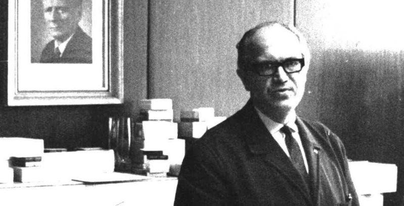 Manžel Rostislav Běhal v 60. letech ve své pracovně v Československém rozhlasu. Zdroj: Paměť národa / archiv pamětnice