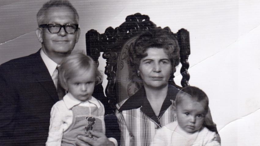 S manželkou a vnučkami v roce 1976. Foto: Paměť národa