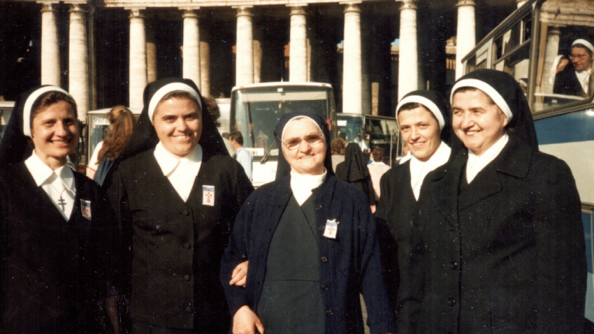Sestry řádu sester Cyrilek na Velehradě v Římě při svatořečení Anežky České.