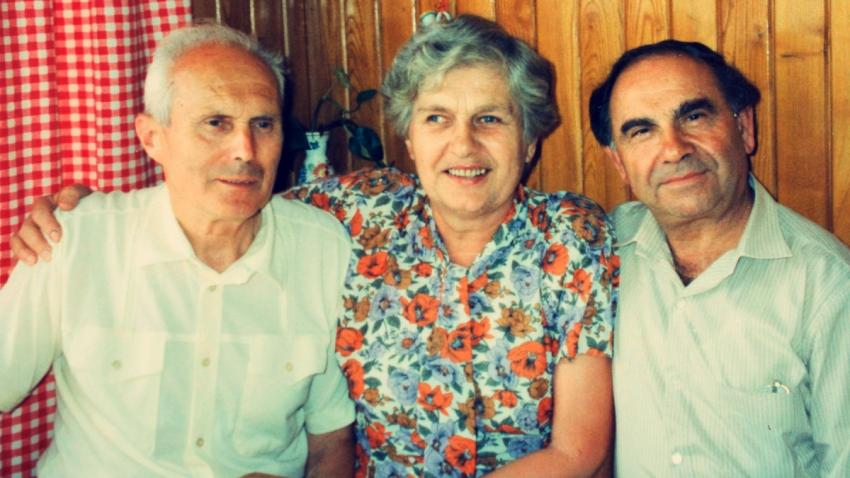 Manželé Moravcovi a jejich židovský svěřenec Harry Waksberg v 80. letech. Foto: Paměť národa