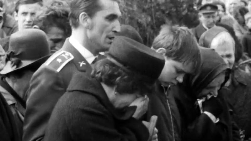 Manželka Zdena a syn Jiří na pohřbu Evžena Plocka. Foto: Roman Fürst
