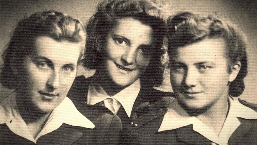 Spojařky Věra Skřivánková (provdaná Suchopárová) ze Straklova, Slávka Ficková (Altmannová), Helena Bártová (Kvašovská) ze Semidub na Volyni. Foto: Paměť národa