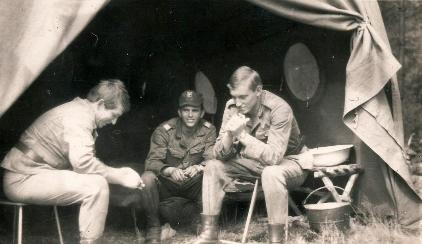 Tadeusz Oratowski (vlevo) v Milovicích s kolegy