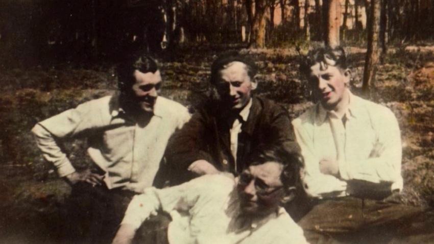 František Teplý (vpravo) s bratry Josefem, Václavem a Jiřím (dole), který jediný unikl věznění.