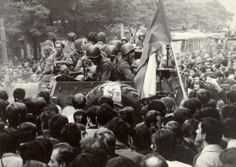 """""""Válečná"""" atmosféra srpnových dnů roku 1968. Zdroj: Paměť národa, foto: Jiří Haleš"""