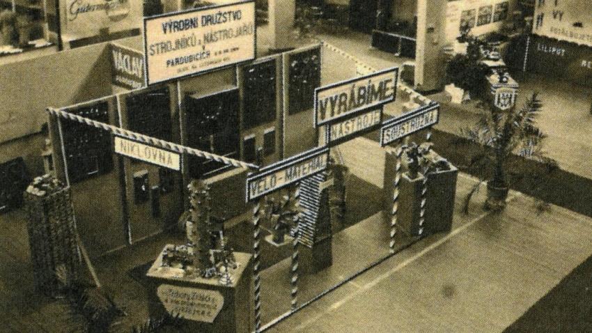 Výstava Výrobního družstva strojníků a nástrojařů v Pardubicích. Zdroj: archív Jiřího Trojana