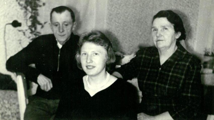 Ludmila Váchalová s rodiči o prvních Vánocích po propuštění v roce 1960.