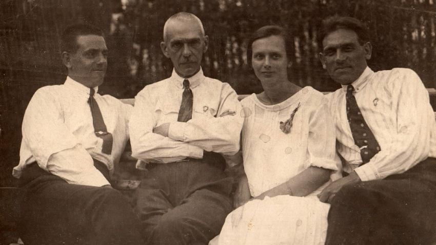 Anastásiina maminka Sofie s otcem (vpravo) a dědečkem (uprostřed) v Praze roce 1925.