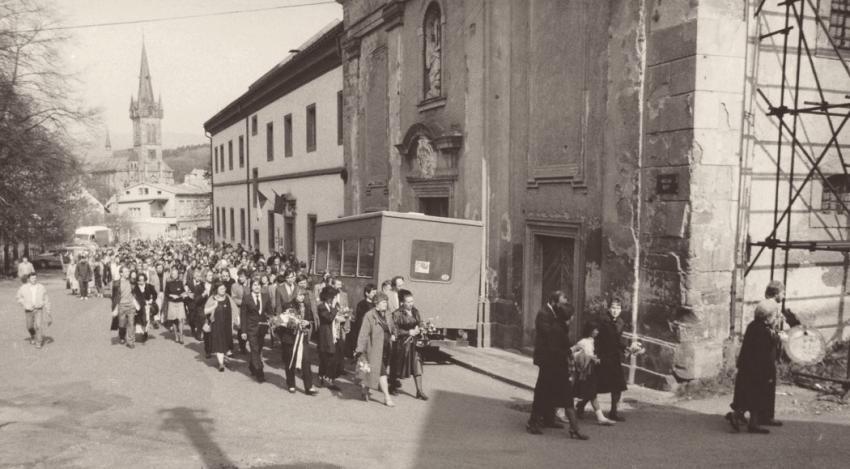 Pohřeb Pavla Wonky ve Vrchlabí 6. května 1988