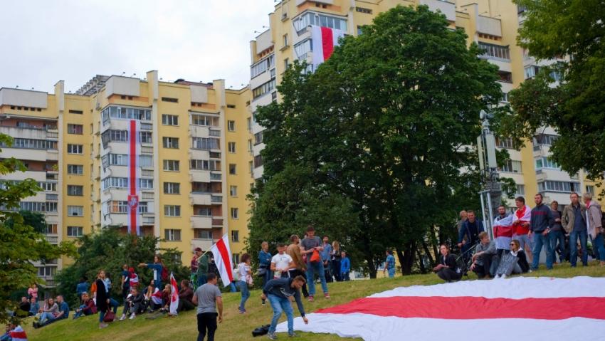 Opozice ve snaze ztížit policii zásahy pořádá decentralizované protesty v jednotlivých čtvrtích hlavního města. Foto: Dmitrij Drozd