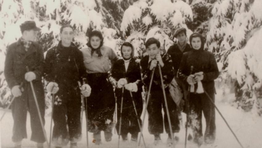 Fredy Hirsch (druhý zleva) se svými svěřenci na zimním táboře Makabi Hacair v Bezpráví v roce 1937. Foto: Paměť národa