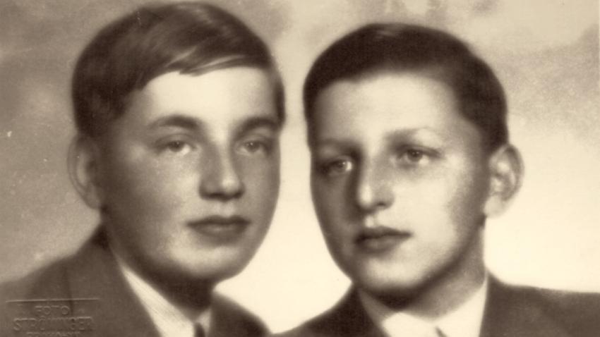 Pepa a Miloš (vpravo) Gutovi v létě 1937.
