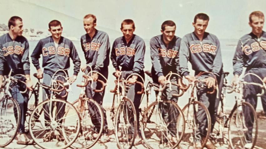 Družstvo československých cyklistů na závodě Tour de l'Avenir (Závod budoucnosti) v roce 1964, který byl  méně náročnou variantou Tour de France pro cyklisty bez profesionální licence.
