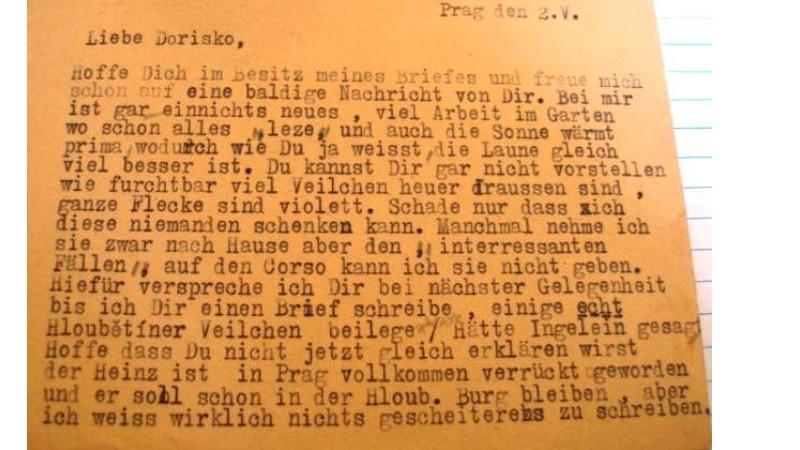 Další ze stovek dopisnic, které Heinz za války poslal lidem do ghett a koncentračních táborů. Foto: Paměť národa
