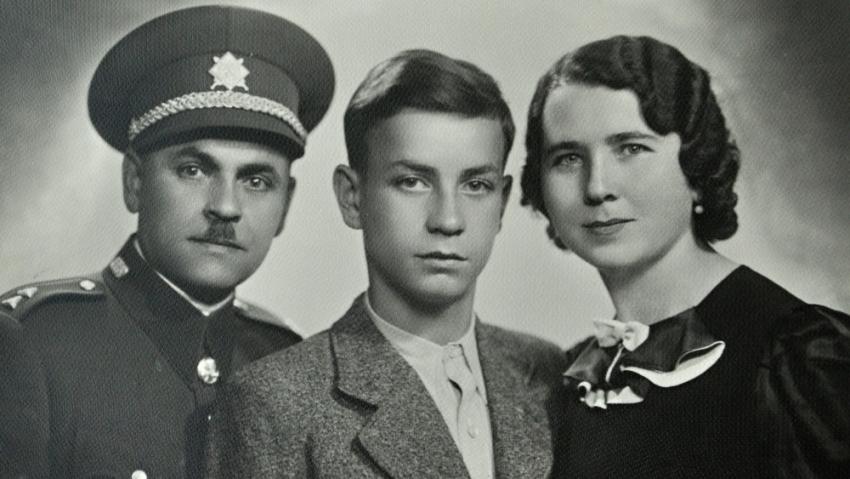 Karel Brhel s rodiči Františkem a Anežkou v roce 1938. Foto: Paměť národa