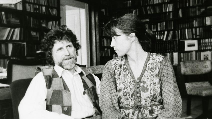 Ivan Havel s druhou manželkou Dagmar, slovenskou kybernetičkou, v roce 1986 v bytě na Rašínově náměstí. Foto: archiv Ivana M. Havla