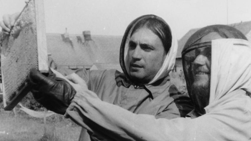Včelaři Mejla Hlavsa a Viktor Parkán (vpravo). Foto: Paměť národa
