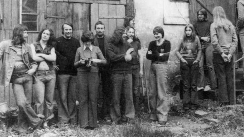 Pavel Zajíček (pátý zleva) čerstvě propuštěný z vězení. Foto: Paměť národa