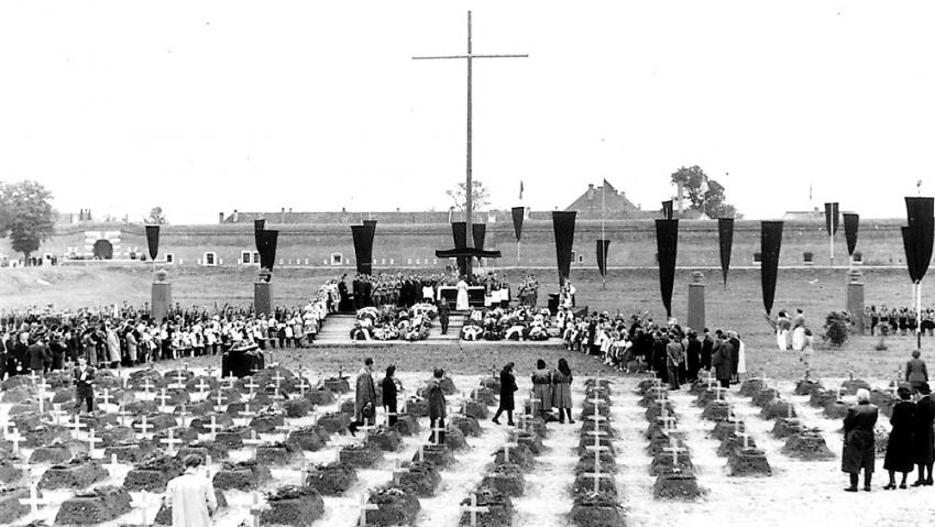 Hroby exhumovaných z konce války se staly základem Národního hřbitova. Foto: Karel Šanda