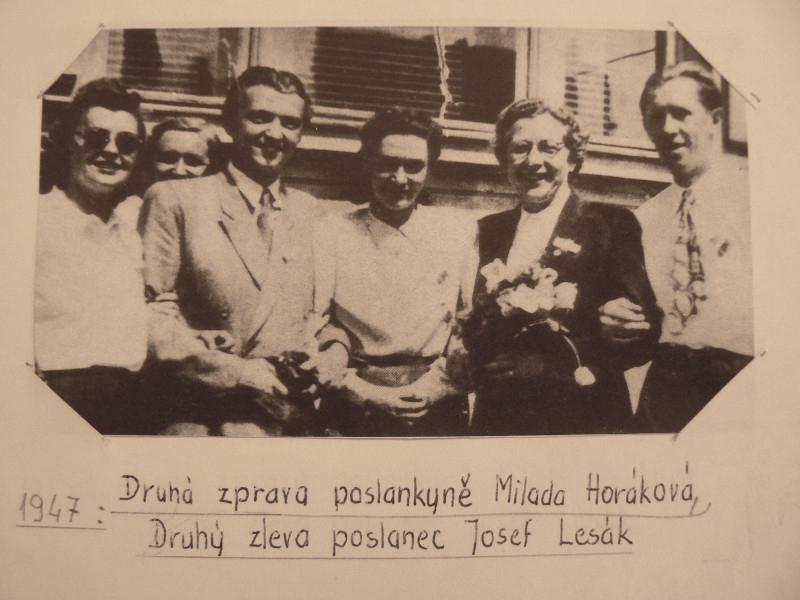 Poslanec Josef Lesák s poslankyní Miladou Horákovou v roce 1947.