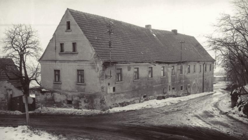 Dům v Řepčicích při koupi. Foto: Paměť národa