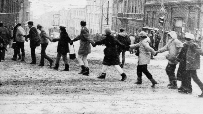 Trasa řetězu lidských rukou vedla z náměstí Svobody na Mendelovo náměstí, přes Vinohrady k věznici, kterou řetěz obtočil.