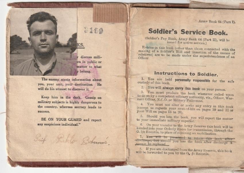 Vojenská knížka Bohumíra Pekla v Anglii. Zdroj: Marcela Jurasová