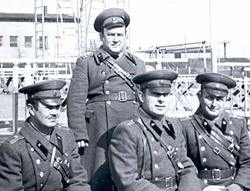 Sovětští důstojníci v Městě Libavá na snímku z archivu Jindřicha Machaly. Zdroj: Paměť národa