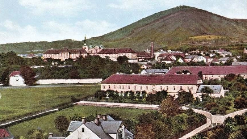 Osek na historické pohlednici z roku 1910