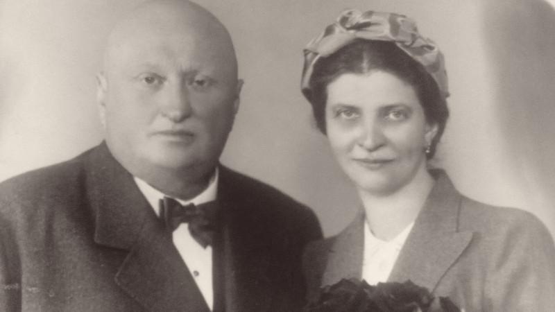 Teta Mimi s manželem JUDr. Evženem Popelkou, kteří se ujali Marie Pekařové a jejího bratra Karla.