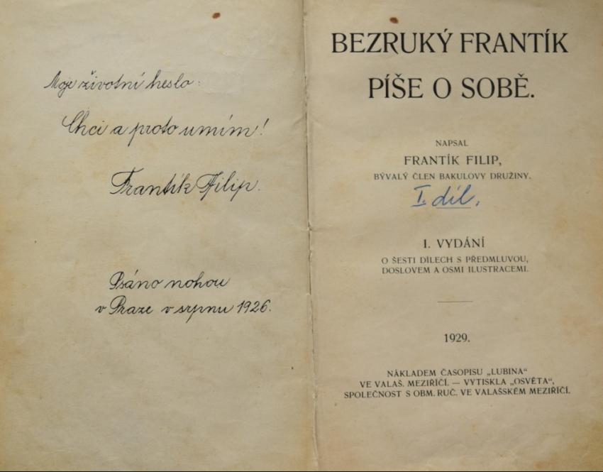Věnování v knize psané nohou. František uměl psát nohama i na stroji.