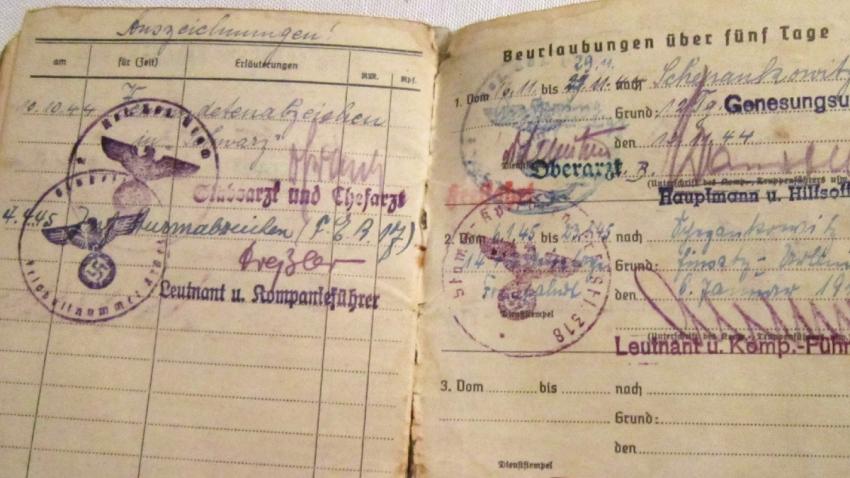 Vojenská knížka Adolfa Kůrky.