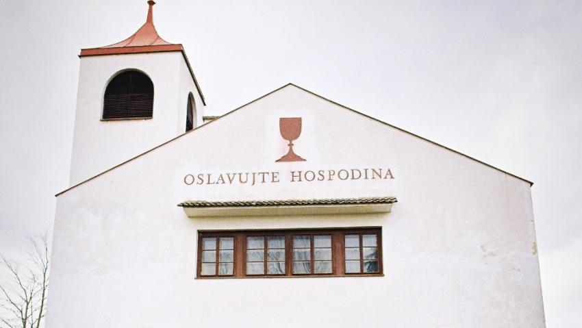 Kostel v Chotíněvsi postavený volyňskými Čechy. Foto: Post Bellum