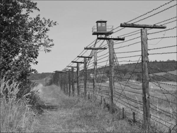 Železná opona oddělovala sovětský blok od demokratických zemí.