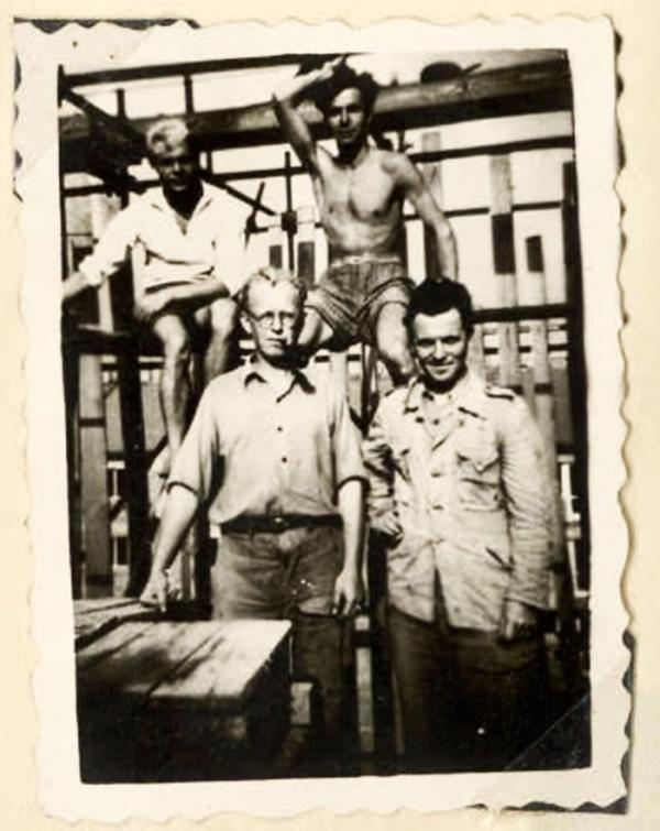 Václav Procházka (vpravo nahoře) byl povolán do PTP měsíc před maturitou na zemědělské technické škole v Kadani.