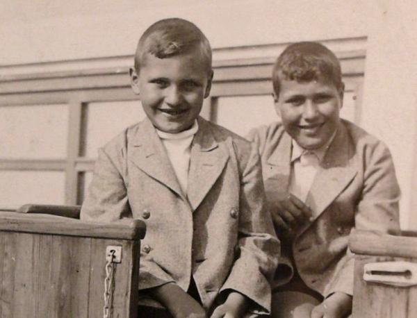 František Lederer (vlevo) s o pět let starším bratrem Jindřichem.