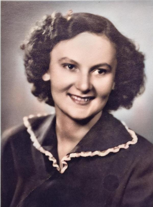 Květoslava Bartoňová jako studentka učitelství. Foto: Paměť národa