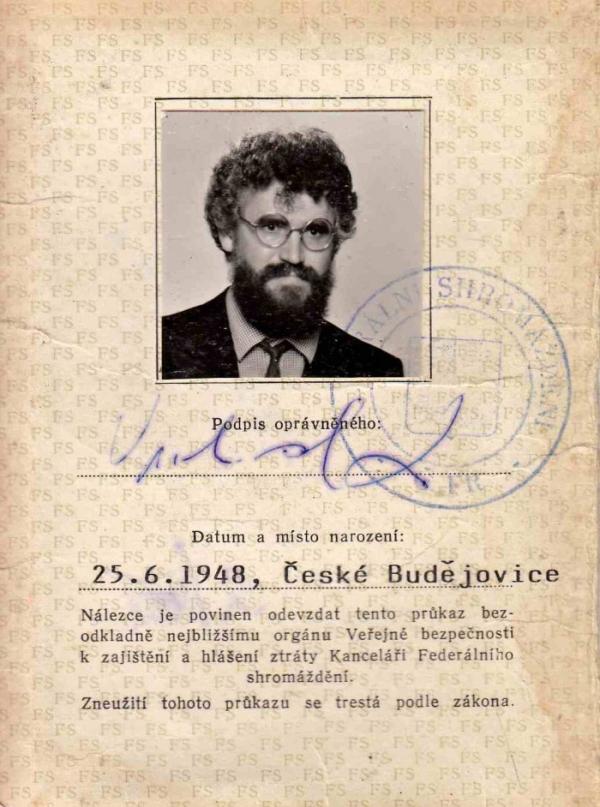 Průkaz poslance Federálního shromáždění Ladislava Vrchovského z roku 1990.