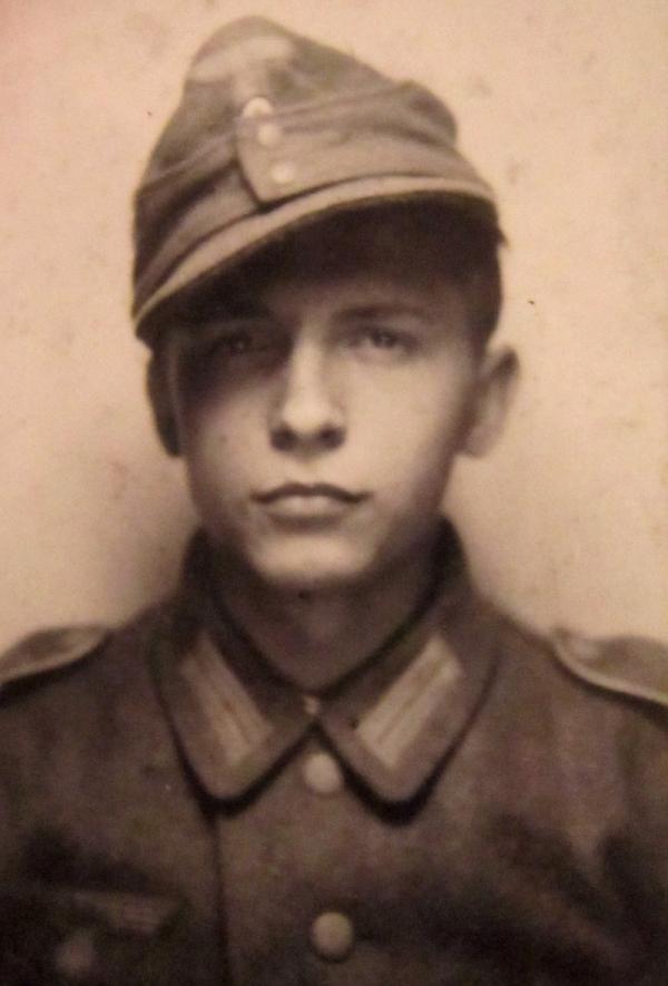 Adolf Kůrka jako sedmnáctiletý při nástupu do německé armády.