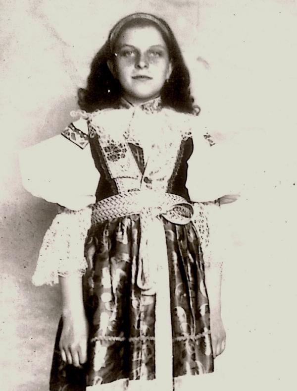 Alena Grušková v dětství. Foto: Paměť národa